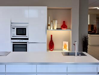 comment dnner un nouveau look la cuisine sans habiller ou recouvrir le mur au dessus des. Black Bedroom Furniture Sets. Home Design Ideas