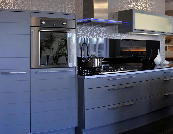 Apr s son relooking vous allez red couvrir votre cuisine - Cuisine installee prix ...