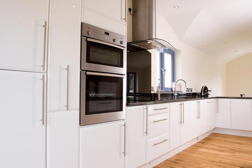 de nouveaux mat riaux sont apparus pour la r alisation des fa ades de cuisine d couvrez le. Black Bedroom Furniture Sets. Home Design Ideas